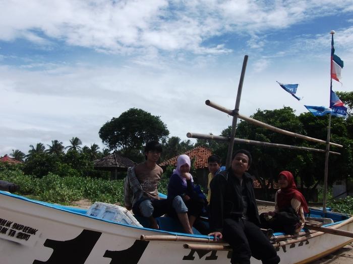 Numpang Photo di kapal nelayan :D
